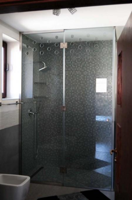 Tamplarie lemn | Usi Interior Exterior Lemn | Ferestre Lemn | Obloane Lemn - cabina-dus01_resize-531x800