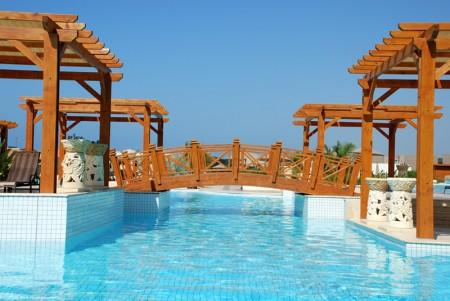 Tamplarie lemn | Usi Interior Exterior Lemn | Ferestre Lemn | Obloane Lemn - pergola-piscina2