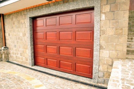 Tamplarie lemn | Usi Interior Exterior Lemn | Ferestre Lemn | Obloane Lemn - porti-de-garaj4