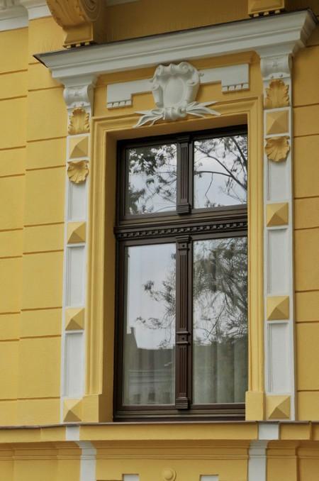 Tamplarie lemn | Usi Interior Exterior Lemn | Ferestre Lemn | Obloane Lemn - reconditionare-geam