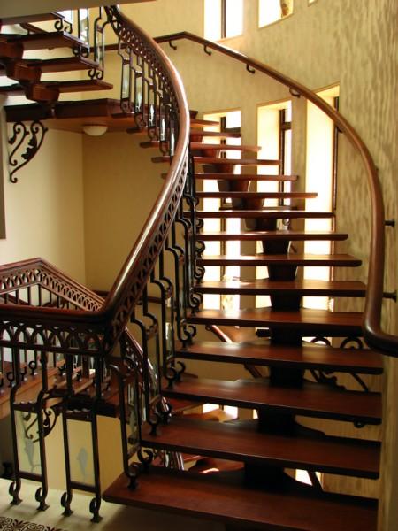 Tamplarie lemn | Usi Interior Exterior Lemn | Ferestre Lemn | Obloane Lemn - scara1