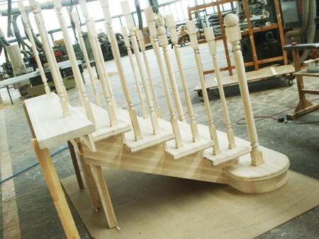 Tamplarie lemn | Usi Interior Exterior Lemn | Ferestre Lemn | Obloane Lemn - scari-interioare14