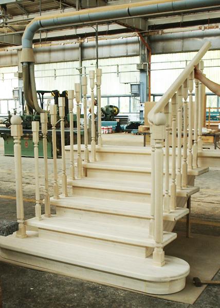 Tamplarie lemn | Usi Interior Exterior Lemn | Ferestre Lemn | Obloane Lemn - scari-interioare16