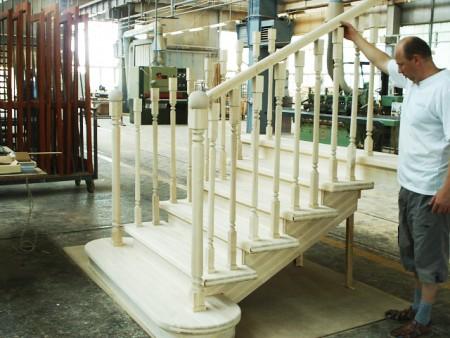 Tamplarie lemn | Usi Interior Exterior Lemn | Ferestre Lemn | Obloane Lemn - scari-interioare17