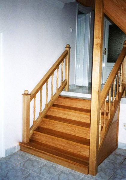 Tamplarie lemn | Usi Interior Exterior Lemn | Ferestre Lemn | Obloane Lemn - scari-interioare19