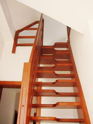 Tamplarie lemn | Usi Interior Exterior Lemn | Ferestre Lemn | Obloane Lemn - scari-interioare22