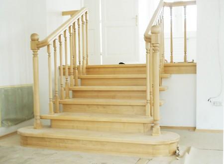 Tamplarie lemn | Usi Interior Exterior Lemn | Ferestre Lemn | Obloane Lemn - scari-interioare5