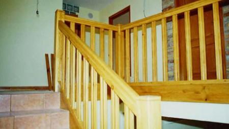 Tamplarie lemn | Usi Interior Exterior Lemn | Ferestre Lemn | Obloane Lemn - scari-interioare9