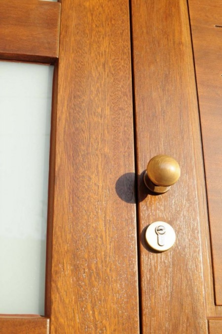 Tamplarie lemn | Usi Interior Exterior Lemn | Ferestre Lemn | Obloane Lemn - usa-intrare01_resize-531x800