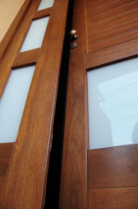Tamplarie lemn | Usi Interior Exterior Lemn | Ferestre Lemn | Obloane Lemn - usa-intrare02_resize-531x800