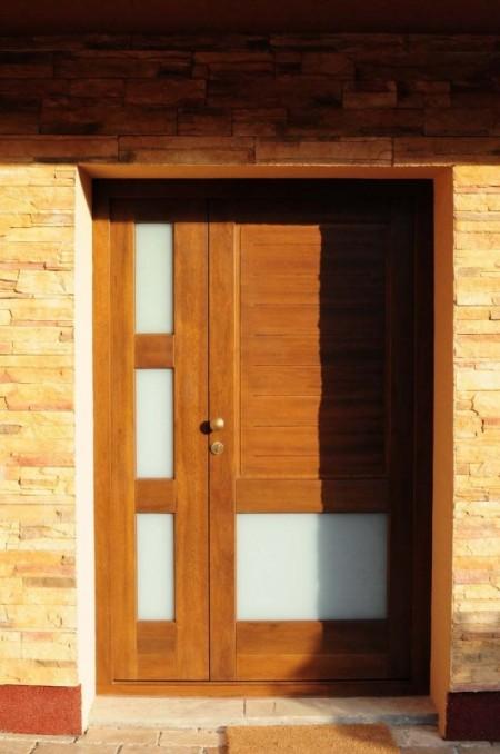 Tamplarie lemn | Usi Interior Exterior Lemn | Ferestre Lemn | Obloane Lemn - usa-intrare04_resize-531x800