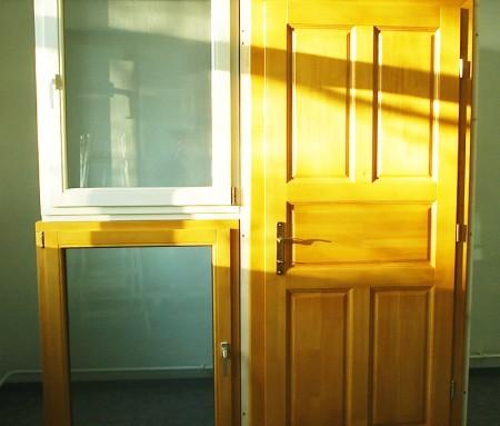 Tamplarie lemn | Usi Interior Exterior Lemn | Ferestre Lemn | Obloane Lemn - usa3